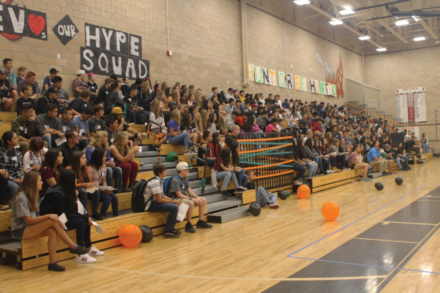 The+entire+freshman+class+gathers+together+in+gym+in+preparation+of+the+new+year.+Welcome+to+the+Class+of+2022%21