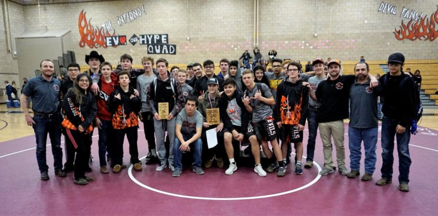 Eagle+Valley+Wrestling+team+poses+for+a+group+photo+after+a+successful+tournament.