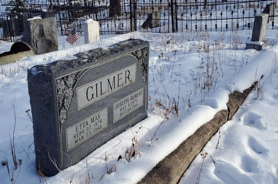 This grave is the final resting place of Henriette May Vincent Gilmer, born 1876 and died 1948, and her husband Joseph Robert Gilmer, born 1872 and died 1918.