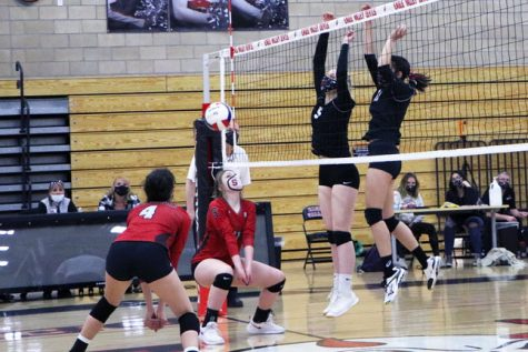 EVHS girls volleyball wins against Montrose